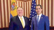 Aliados. Mike Pompeo, el jefe de la diplomacia de EEUU, junto a Juan Guaidó ayer en Bogotá.