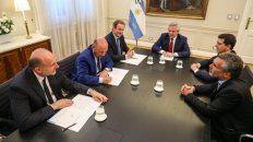 Convenio. La Ansés busca ponerse al día con las provincias. Perotti, Insfrán y Bordet, ayer con el presidente.