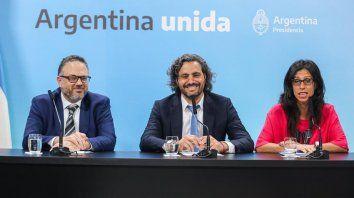 El jefe de Gabinete, Santiago Cafiero (en el medio), junto al ministro de Desarrollo Productivo, Matías Kulfas, y la secretaria de Comercio Interior, Paula Español, durante un encuentro la semana pasada en la Casa Rosada.