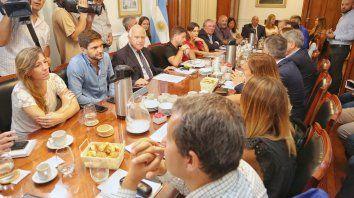 Diálogo. Convocada por Lifschitz, titular de Diputados, ayer se reunió la comisión de Seguridad del cuerpo.