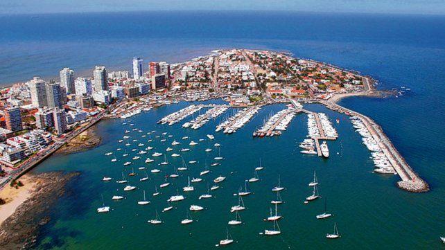 Más barato. La glamorosa ciudad uruguaya espera la llegada de turistas argentinos.