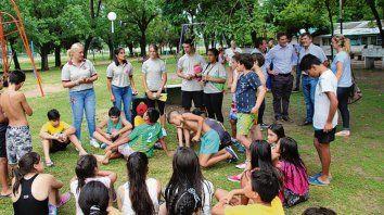 Convivencia. Los niños de la colonia participaron de un taller.