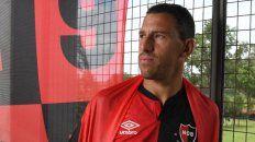 Newells presentó la nueva camiseta con Maxi Rodríguez