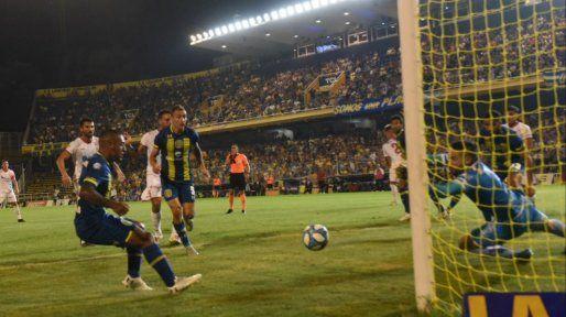 Central generó algunas situaciones de riesgo pero el primer tiempo se diluyó sin goles