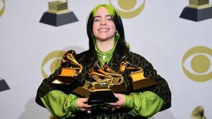 La británica Billie Eilish vivió su gran noche en los Grammy y se alzó con cinco estatuillas.
