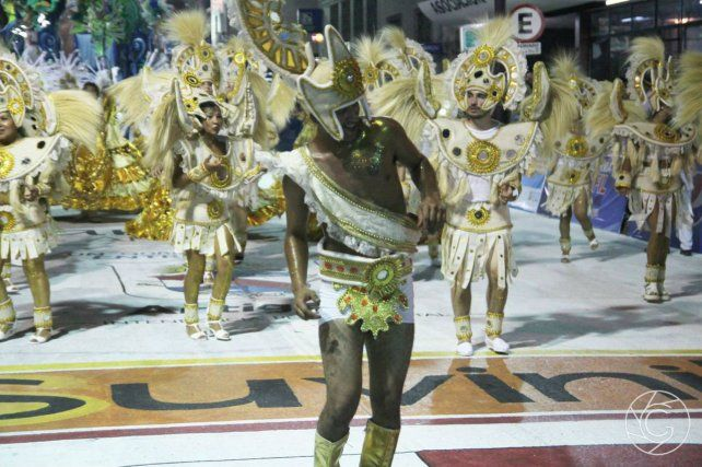 Las escuelas de samba, una tradición del carnaval charrúa.