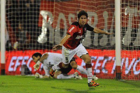 De festejo. Pablo Pérez el día que le marcó un gol a Racing en el campeonato logrado en 2013.