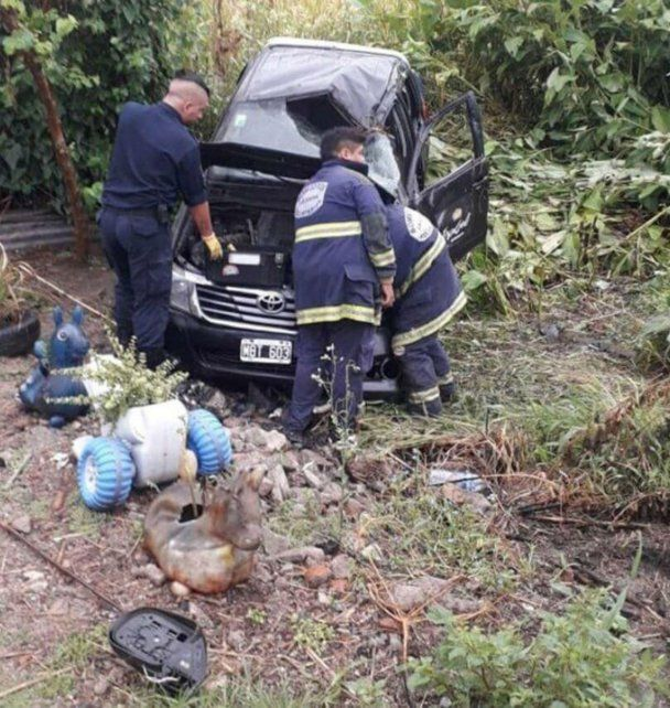 Una desgracia con suerte. La camioneta volcó en la Ruta 38, en Tucumán. (Foto: vía twitter @Josecitors).