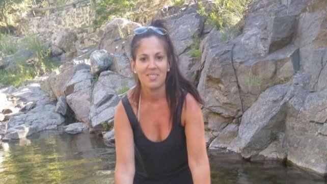 Mariela tiene 29 años, mide 1,76 metro y vestía musculosa negra al momento de desaparecer. Actúa la Fiscalía de Cosquín.
