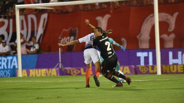 Elocuente. Lema pide penal por una mano de Donatti frente a San Lorenzo.