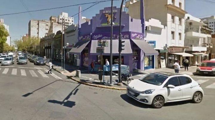 Una joven denunció que fue violada en un contenedor de residuos en pleno centro de La Plata