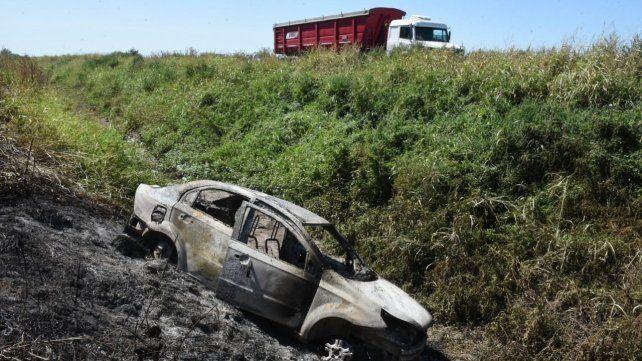 El Chevrolet Aveo totalmente destruido por las llamas