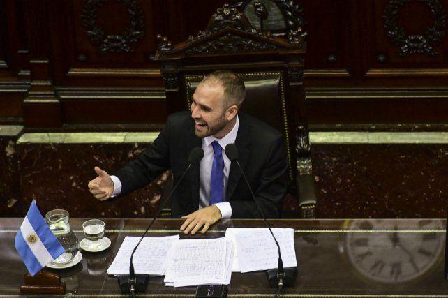 El ministro de Economía presentó el informe de renegociación en Diputados