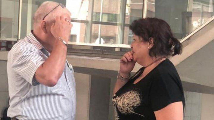 Desconsuelo. La mujer del chofer fallecido recibió la peor noticia en el Hospital de Emergencias Clemente Alvarez (Heca).