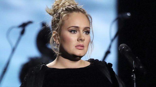 La foto de Adele en una fiesta en la que luce irreconocible