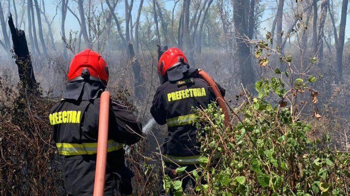 Bomberos de Prefectura trabajan en la zona del banquito San Andrés