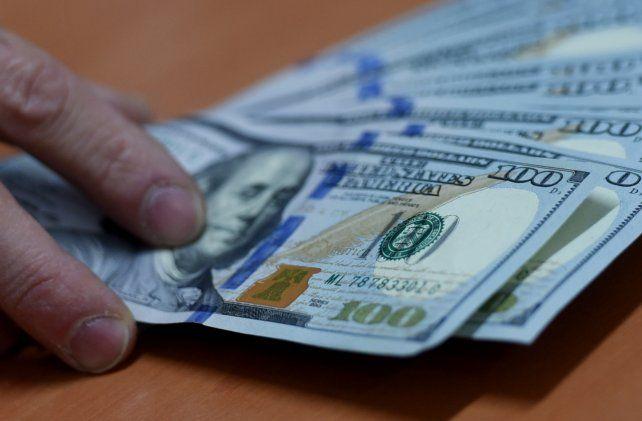 El dólar cerró con la mayor suba semanal desde octubre
