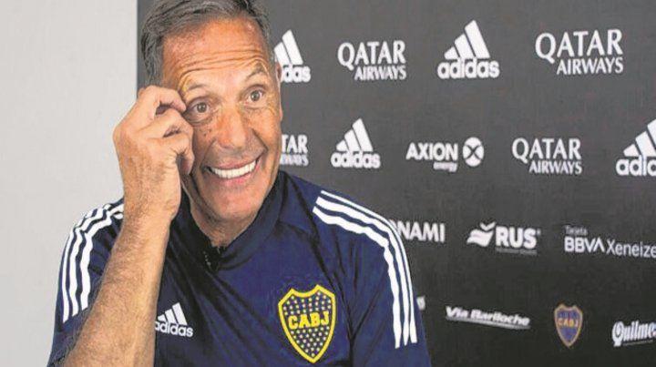 Con una sonrisa. Así espera el DT el partido de mañana en Santiago del Estero.