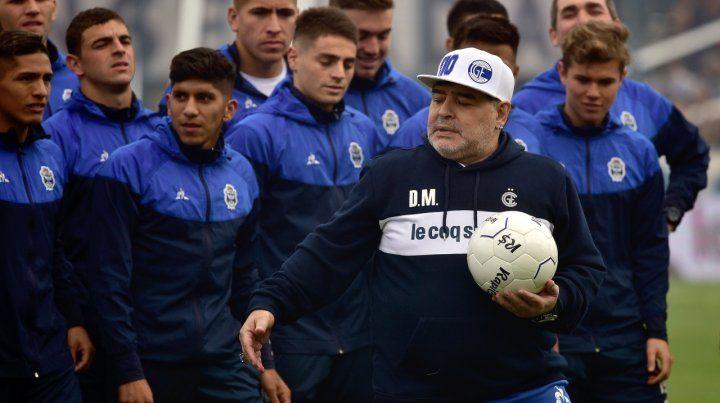 El Gigante de Arroyito con Maradona es otra cosa