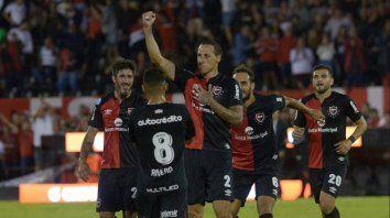 Newells fue contundente, tuvo fútbol y goleó a un Colón sin alma por 4 a 0