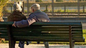 El adulto mayor en este momento debe protegerse porque es vulnerable.