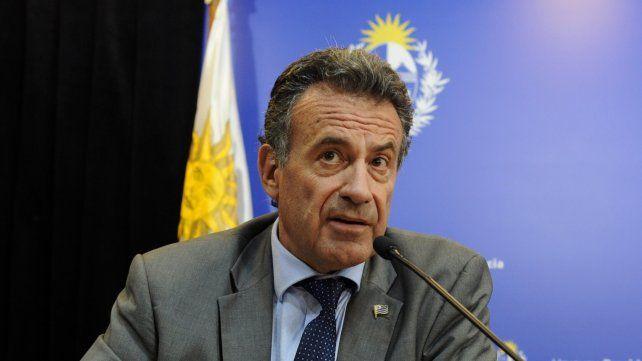 El ministro de Salud uruguayo fue descubierto en una localidad balnearia y disparó la polémica