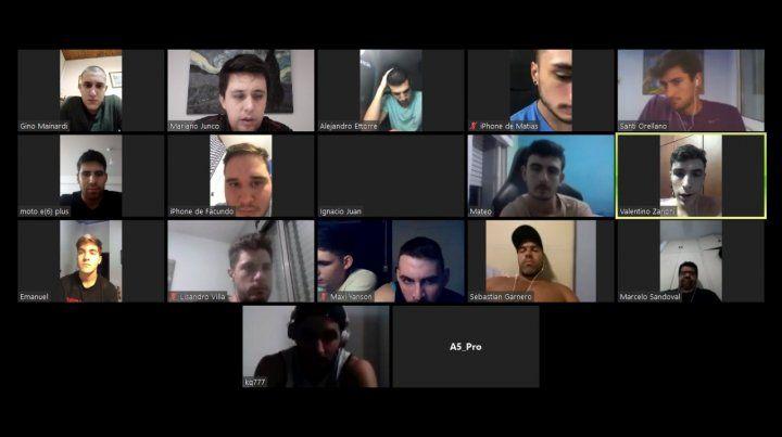 Junco mantiene charlas mediante la aplicación Zoom con sus jugadores de Atalaya.