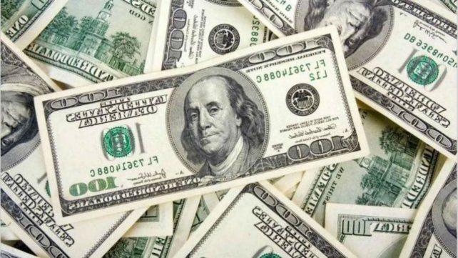 El dólar blue marcó un nuevo récord, rozó los 120 y cerró en 118 pesos