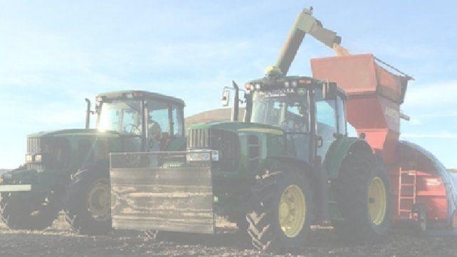 A toda máquina. La recolección de soja está prácticamente finalizada en el país