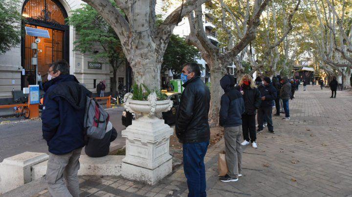 Pago del IFE: el distanciamiento social se cumple ahora en toda la ciudad