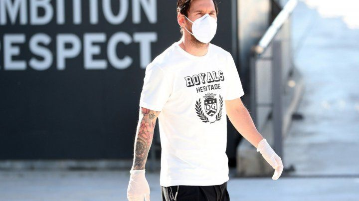 Lionel Messi volvió a practicar al predio del Barcelona luego de varias semanas.