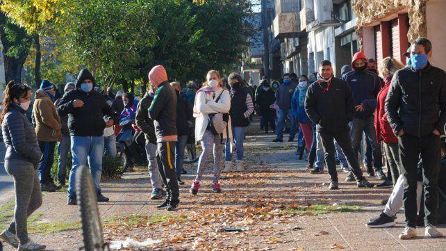 Los beneficiarios del IFE pueden acudir a la casa central del Correo de Rosario para cobrar.