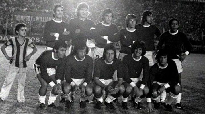 El combinado de Rosario que en abril de 1974 bailó a la selección argentina en Newells. Esa nochje jugó el Trinche.