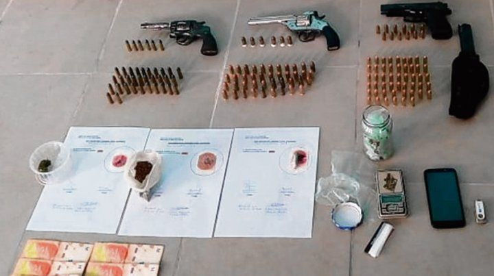 Armado. En el allanamiento se secuestraron tres armas y 147 municiones.