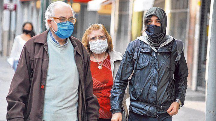 Protección. Los ciudadanos de San Lorenzo usarán tapabocas. Una medida similar se implementó en Rosario.