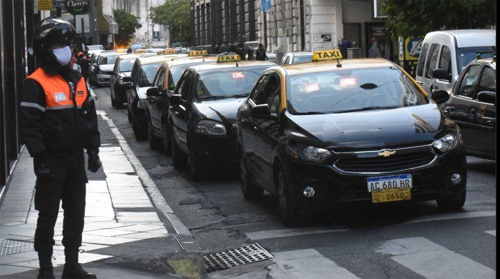 Los taxistas pudieron respirar por el paro de colectivos, pero dicen que aún están lejos de lo normal