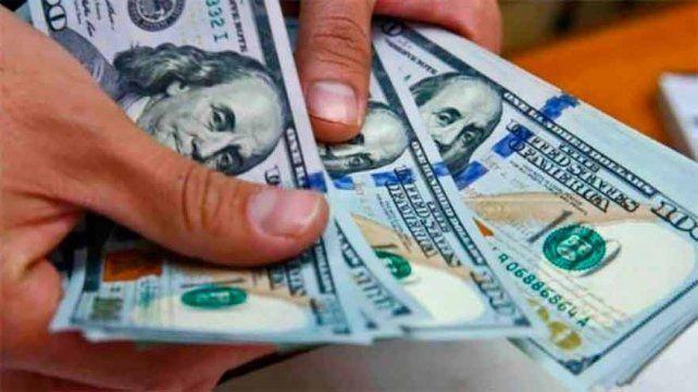 El dólar paralelo siguealejándosede la cotización oficial.