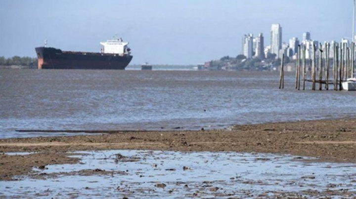 Playa grande. La navegación en el río Paraná se ve muy afectada por la histórica bajante.