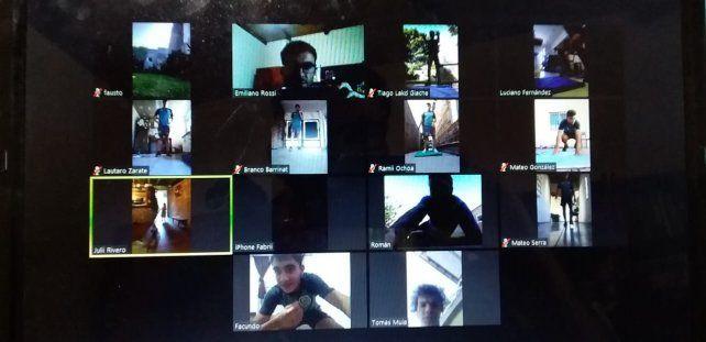 Los chicos se conectan con los técnicos por Zoom