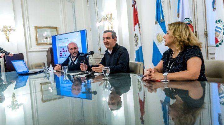 Javkin brindó los detalles junto al secretario de Salud municipal