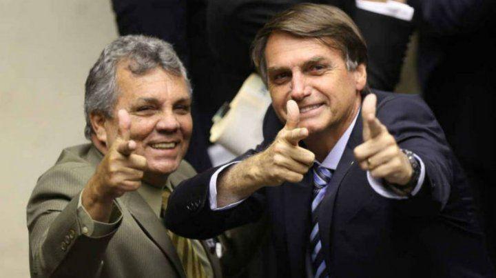 Bolsonaro dice que es fácil instalar una dictadura y pide armar al pueblo