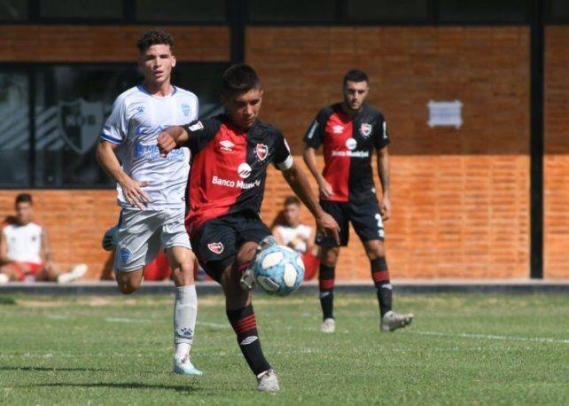 Sforza juega en la reserva de Newells.