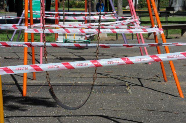 La Municipalidad clausuró los juegos infantiles en plazas y parques para impedir el uso de esos espacios públicos