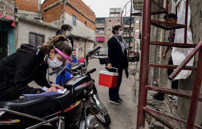 Buenos Aires. Operativo de detección del virus ayer en la villa 1.11.14.