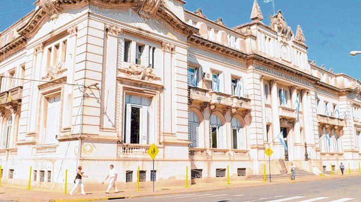La sede. El allanamiento se realizó en oficinas del edificio del Ministerio de Seguridad en la capital provincial.