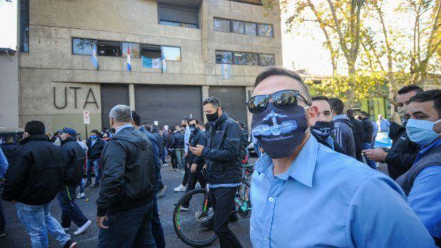 Los choferes realizaron una multitudinaria marcha. (Foto: Celina Mutti Lovera)