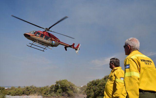 Javkin confirmó que este viernes empieza a trabajar el helicóptero hidrante en los incendios de las islas