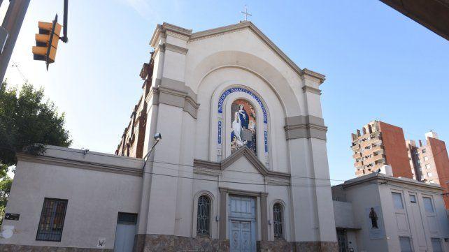 La provincia de Santa Fe permite la actividad en las iglesias pero sin misa