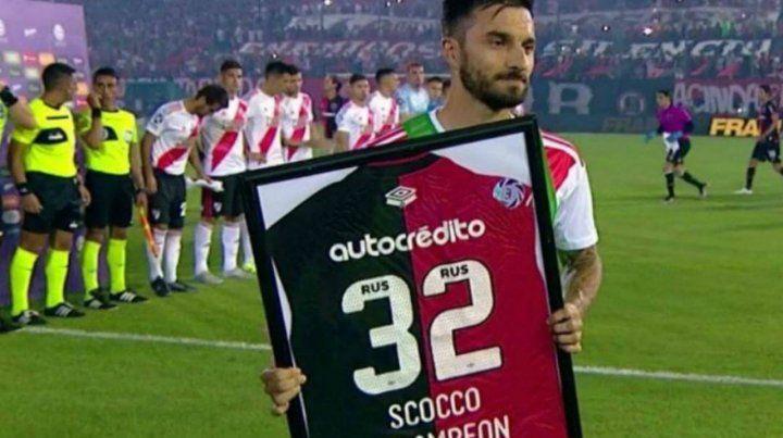 Scocco cumplió años y hubo mimos entre Newells y el jugador