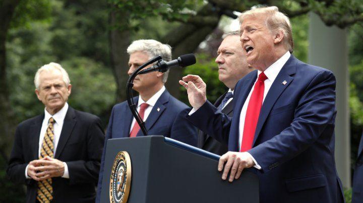 Furioso. Trump anuncia su decisión en los jardines de la Casa Blanca